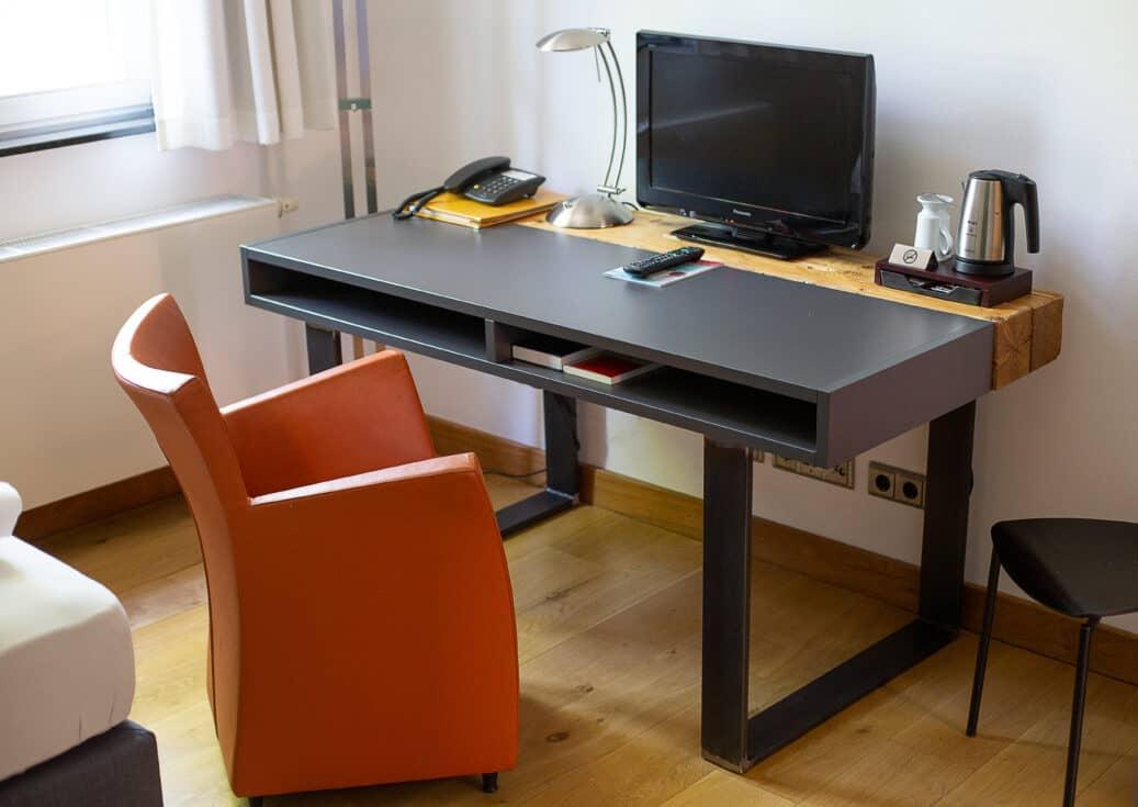 Einzelzimmer Business Schreibtisch Düsseldorf
