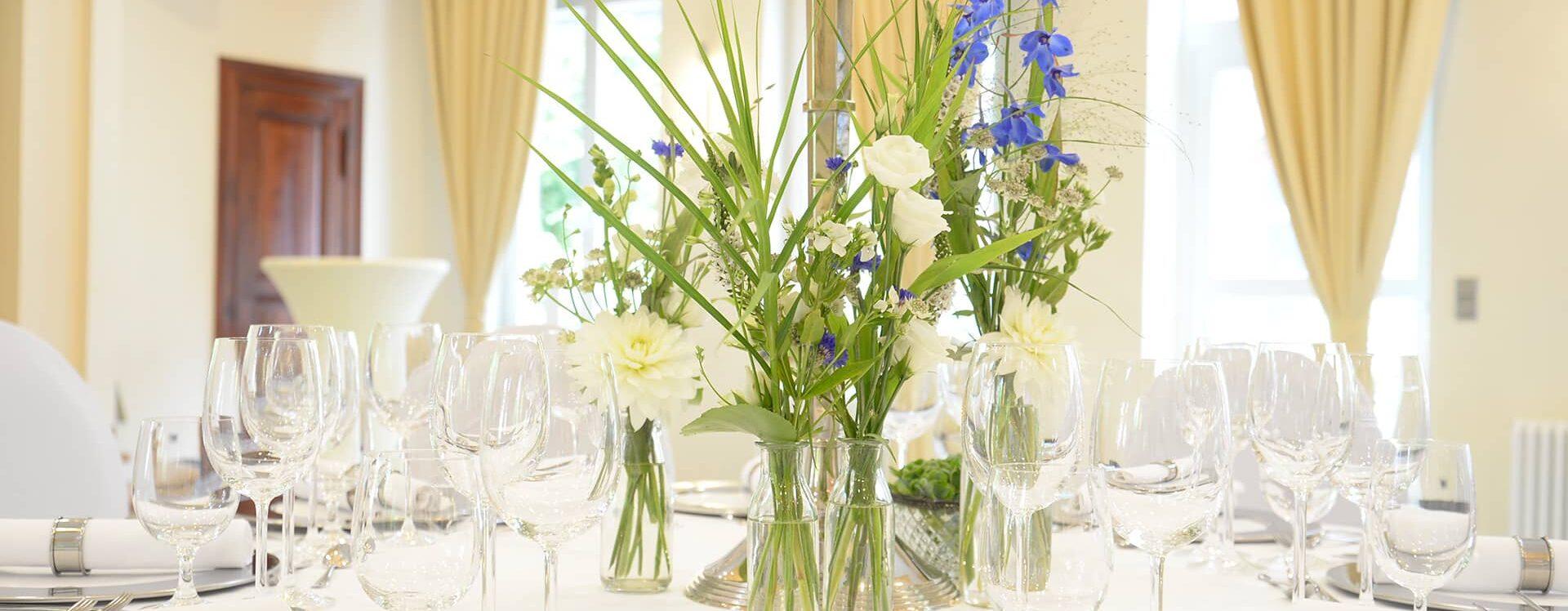 Tischdeko Blumen HOTEL MUTTERHAUS DÜSSELDORF