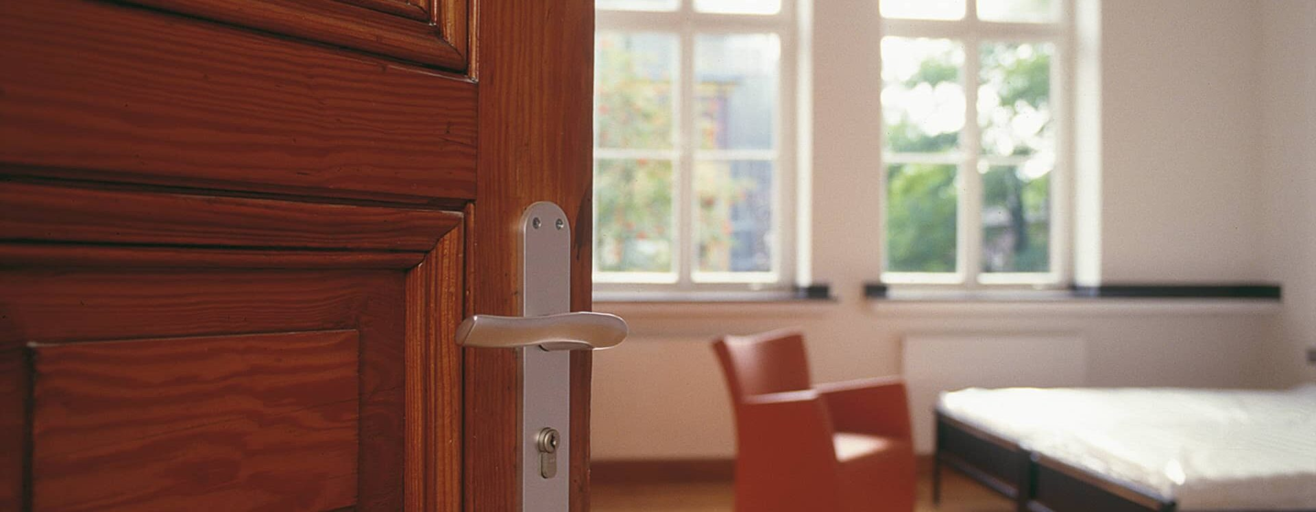 Zimmer Tür HOTEL MUTTERHAUS DÜSSELDORF