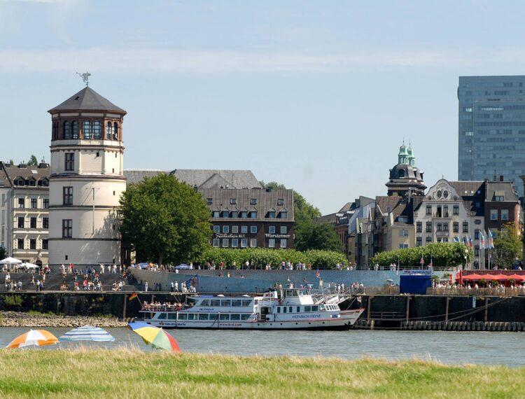 Am Rhein Blick von Oberkassel Düsseldorf