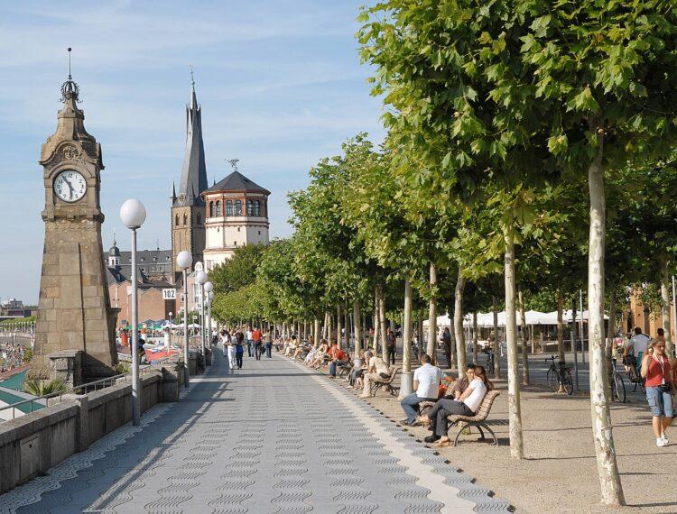 Am Rhein - Promenade