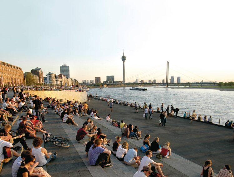 Treppe am Rhein - Rheinuferpromenade - Düsseldorf